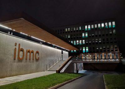 Photo de l'IBMC by Night