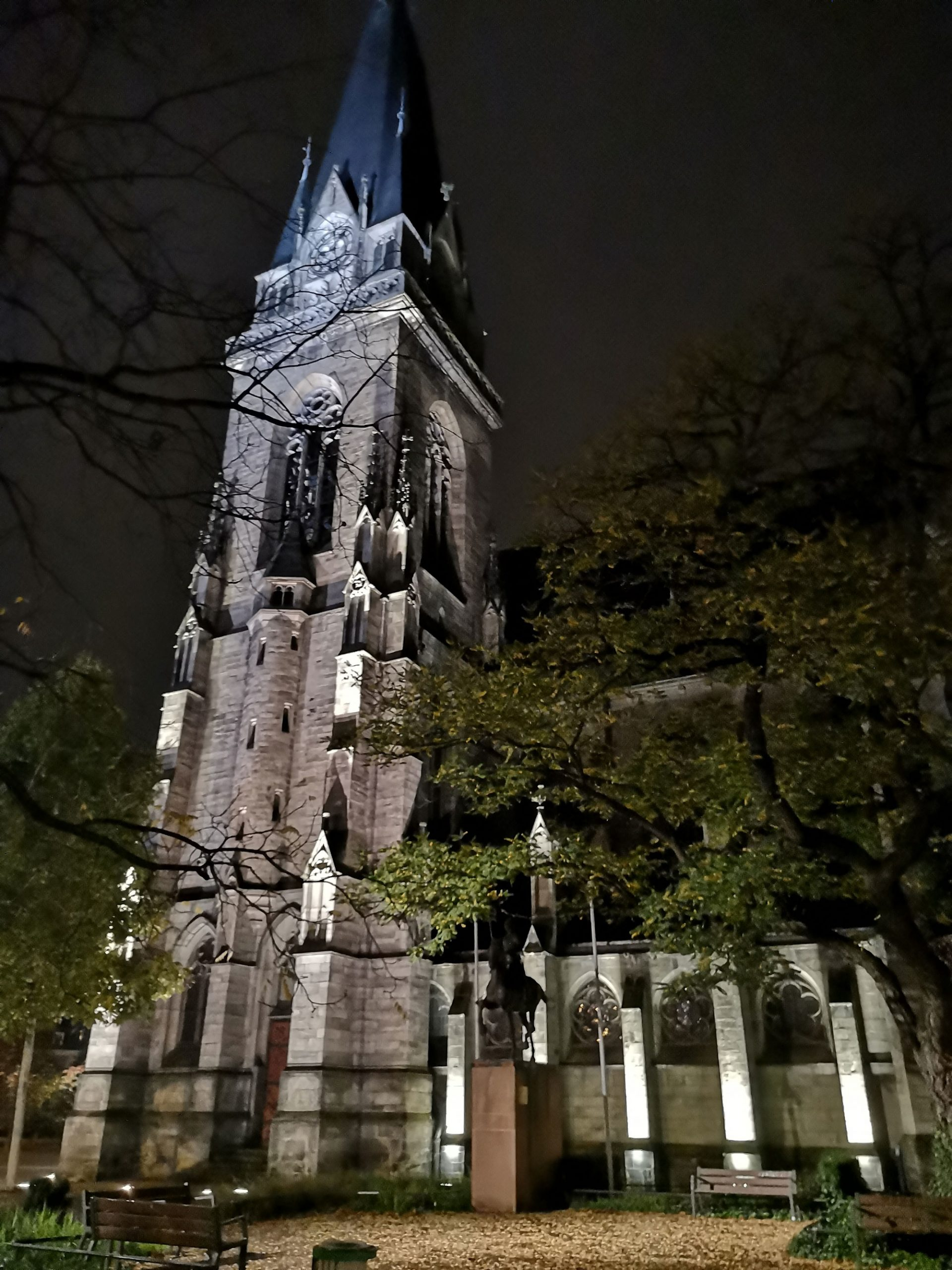 Eglise By Night